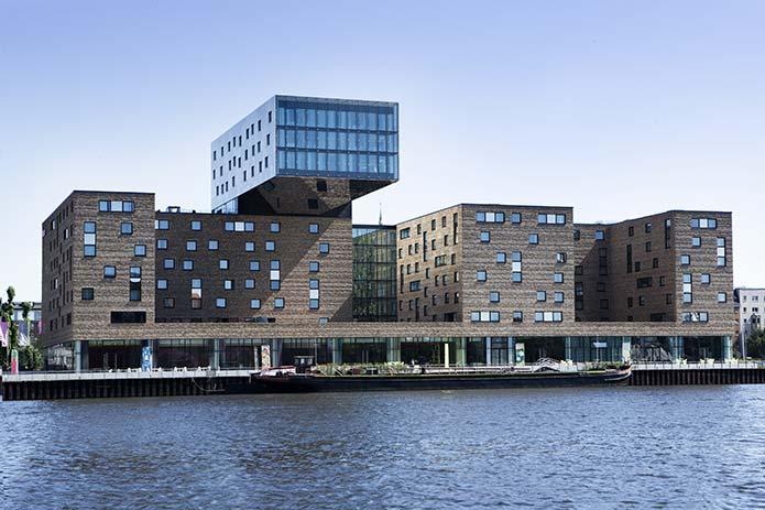 Hotel nhow berlin by sergei tchoban and karim rashid for Top 10 design hotels berlin